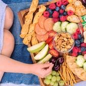 🦋Mida kaasa võtta piknikule?  🍎🥐🥜🧀🍒Piknikorvi võid pista soolapulki, marju, pähkleid, puuvilju, kuivatatud puuvilju, värskeid puuvilju, juustu, kurki, kirsstomateid, vorsti.   Ja ongi mõnus piknikukorv valmis😎  Pähkleid ja kuivatatud puuvilju saad BioLife e-poest alguses pista ostukorvi🛒 ja pärast juba piknikukorvi🌾 👉https://biolife.ee/24-mahe-oeko-tooted  #biolife #mahetooted #ökotooted #pähklid #kuivatatudpuuviljad #piknik #piknikukorv