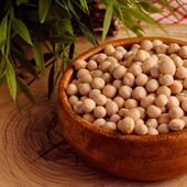 🌿Mahe röstitud sojaoad  💚Sojaoad on väga valgurikkad. Kuivatatud sojaubade valgusisaldus võib tõusta kuni 45%ni.  💚Sojavalk on raviomadustega, kui võtta arvesse tema kolesterooli langetavat toimet ja aju kaitsvat toimet, aeglustades aju degeneratiivseid protsesse.   💚Taimetoitlastele on soja heaks valgu ja rasva allikaks.  💚Sojaoad on kiudainerikkad, mis koos rikkaliku valgu ja rasvaga annavad pikemaks ajaks täiskõhutunde, võimaldades kaalu langetada.  💚Soja sisaldab kokku 18 erinevat aminohapet ja rohkesti vitamiine E, K, B1, B2, B3, B6, P, foolhapet ja C vitamiini.   💚Sojauba sisaldab rohkelt kesknärvisüsteemi ja südametegevust tugevdavat B1 vitamiini. Sojaoas on seda vitamiini kaks korda rohkem kui lehmapiimas ja kuus korda enam kui nisus, tatras ja kaeras.  👉Loe lähemalt sojaubade kasulike omaduste kohta siit: https://biolife.ee/mahe-oko-supertooted/129-soja-oad-sojaoad-rhumveld-baltic-oko-bio-bio-life-organic.html  #biolife #mahetooted #ökotooted #sojaoad #tervisliktoit #valgurikas #valgurikastoit