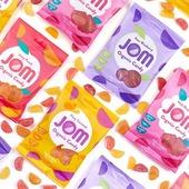 Mahe JOM kummikommid ❤️🧡💛  🌿Mahesertifikaat, vegansertifikaat, ei sisalda palmiõli, pähkleid ega gluteeni  JOM kummikommid on vabad enamus tuntud 14-st allergeenist. Maiusta muretult!  Anna palun Sinagi meile teada, kuidas maitses ja milline on Sinu lemmik! See aitab ka teistel valikuid teha 😉 Proovi kindlasti ka teisi maitseid!  👉https://biolife.ee/38-mahe-oeko-kommid  #biolife #mahetooted #kummikommid #JOM #vegan