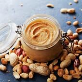 🌰Tee ise PÄHKLIVÕID  Pähklivõid võib valmistada erinevatest röstimata ja soolata pähklitest - maapähklid (peanut butter), mandlid (almond butter), sarapuupähklid (hazelnut butter), india pähklid (cashew butter).  🥐Mõnus määre saia peale ja moosi alla.  Mõistliku hinnaga mandleid ja pähkleid leiate Bio Life veebipoest 👉 https://biolife.ee/mahe-oko-paehklid  🥜KOOSTISOSAD -200 g röstimata ja soolata pähkleid - näiteks -india pähkleid -mandleid -sarapuupähkleid -maapähkleid (arahhis) -veidi maapähkli-, rapsi- või päevalilleõli -1-2 sl vedelat mett -0.5 tl meresoolahelbeid  👩🍳VALMISTAMINE Soovi korral rösti pähklid esmalt pannil või ahjus kergelt aromaatseks.  Pane pähklid köögikombaini ja töötle üsna peeneks. Lisa lusikatäis või kaks õli ning töötle ühtlaseks ja kreemjaks massiks.  Maitsesta soovi korral mee ja soolaga, samuti võib lisada kaneeli, vanilli, kakaopulbrit vms.   💡Nipp:  Veganliku versiooni jaoks kasuta magustamiseks mee asemel vahtrasiirupit või agaavinektarit.  Õhukindlas karbis säilib pähklivõi külmkapis kuni 2 nädalat.   #biolife #mahetooted #mahepähklid #pähklid #pähklivõi