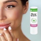 💋Kanepi huulepalsam  💚Beetakaroteeni ja D-panthenooliga kanepi huulepalsam on toitev ja silub huuli. Kanepi kosmeetika uuendab ja pehmendab.  💛Kanepiõli sisaldab palju asendamatuid rasvhappeid, A-, B1-, B2-, B6-, C- ja E-vitamiine.   💋D-panthenool, vitamiin B5, niisutab ja pehmendab ärritunud huuli ning omab taastavat toimet, kiirendades rakkude loomulikku uuenemist.   🌞Sobib kasutada aastaringselt huulte kaitsena päikesevalguse, tuule ja külma eest.   👉Huulepalsami saad tellida siit: https://biolife.ee/kehahooldus/1061-kanepi-huulepalsam-48ml.html  #biolife #mahetooted #huulepalsam
